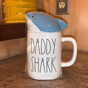 """Rae Dunn """"Daddy Shark"""" Mug with lid"""